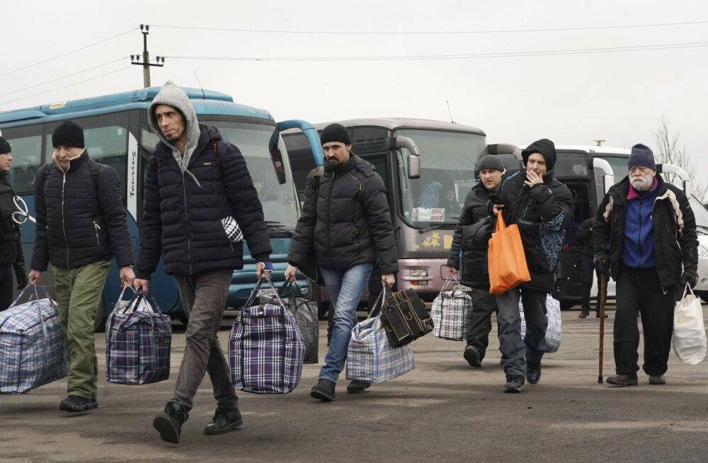 ФОТО   Обмен пленными в Донбассе состоялся. Киеву вернули 76 человека