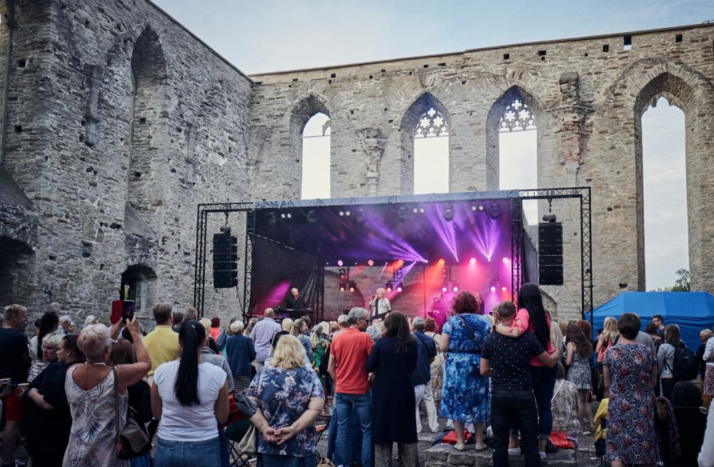 ANNE VESKI  100 küünla kontserdid Pirita kloostris