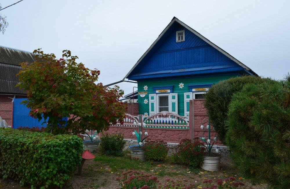 Valgevene külades näevad eramajad välja kui muinasjuturaamatus – värvilised ja rõõmsad!
