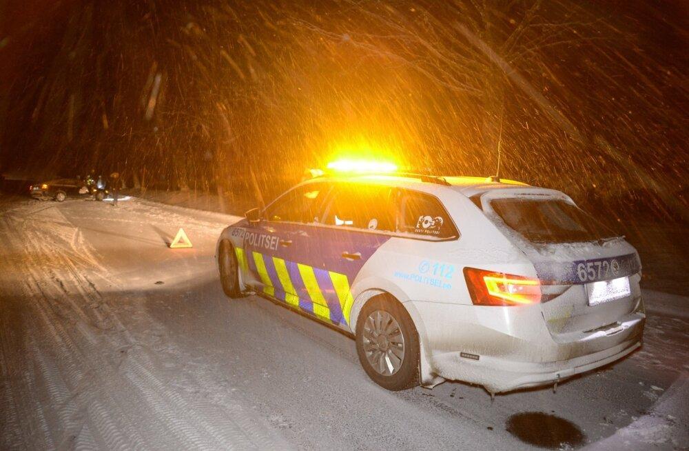 Tatra-Otepää-Sangaste maanteel põrkas kokku kaks autot, haiglasse toimetati kolm inimest