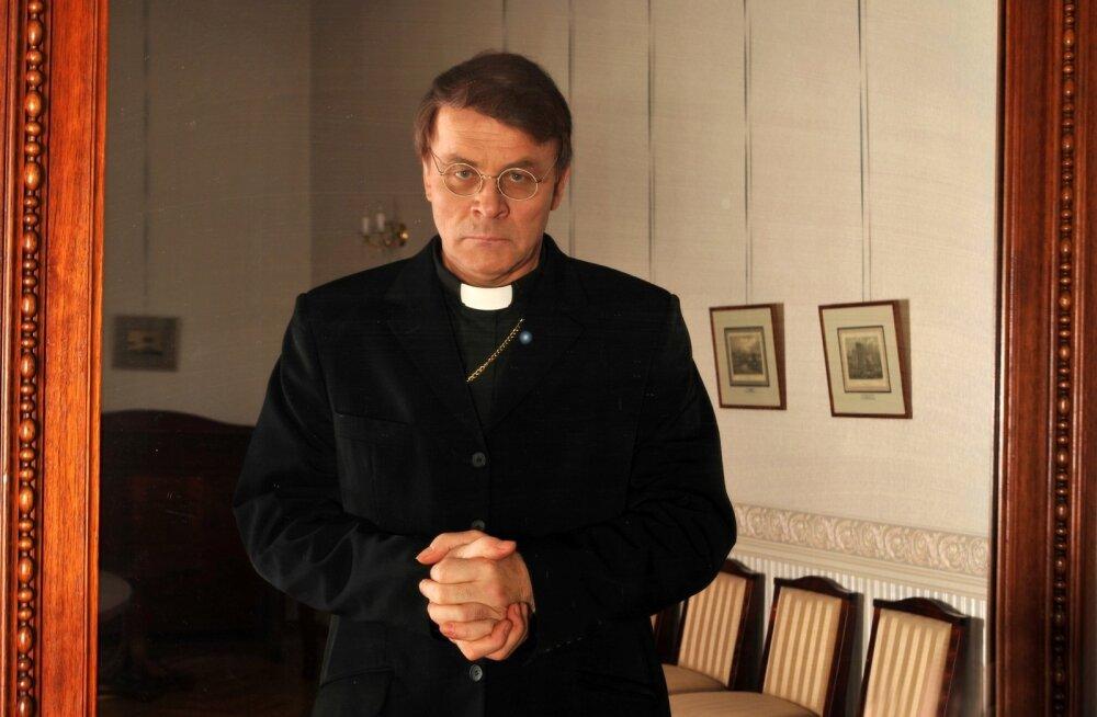 """Vene Teatris tuli 2008. aastal lavale Ibseni """"Kummitused"""", kus Jüri Aarma kehastas pastor Mandersit."""