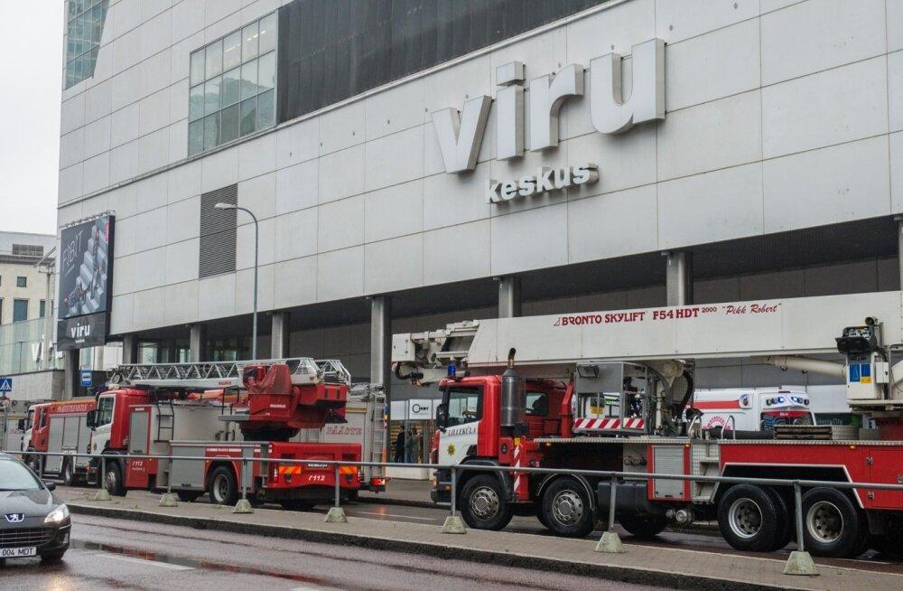 Tuletõrjeautod Viru keskuse ees