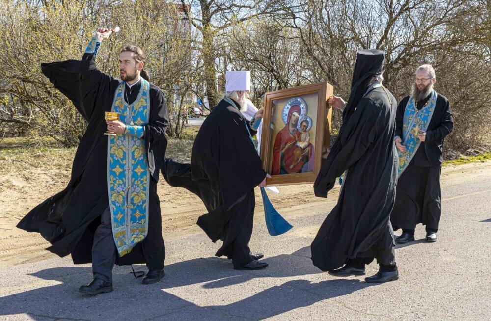 ВИДЕО | Против вируса с иконой: православные священники совершили объезд Таллинна