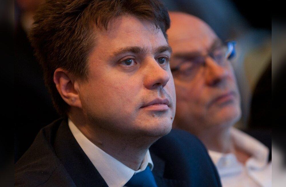 IRLi liige Urmas Reinsalu: Savisaar saab kasutada Tarandit idaraha skandaali inimkilbina