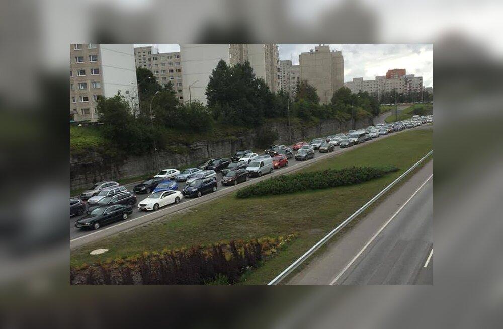 ФОТО | На Лаагна теэ в час пик возникла гигантская пробка в сторону Ласнамяэ