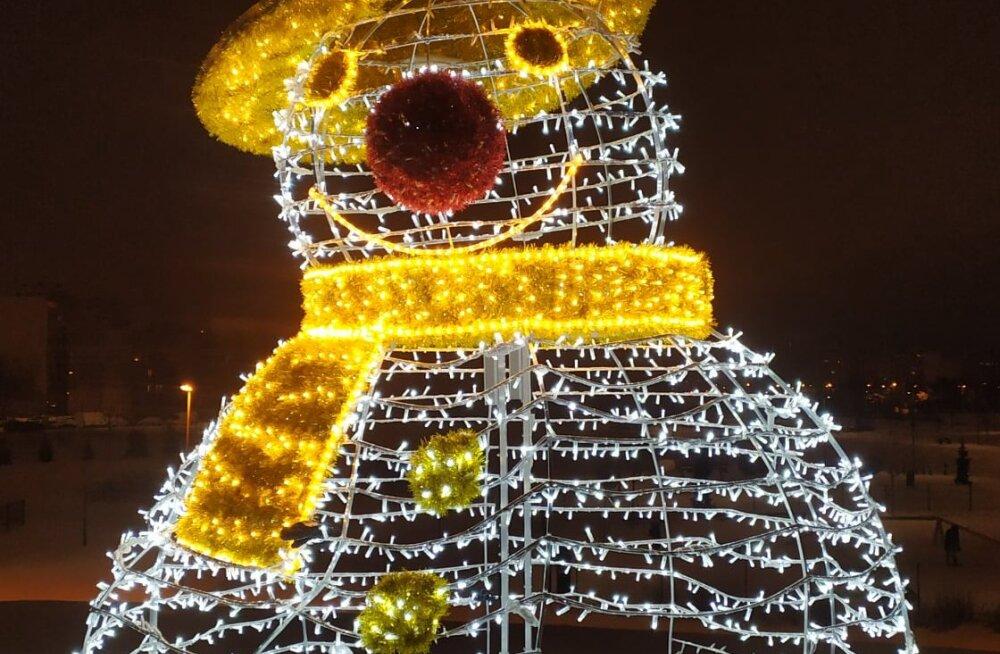 ФОТО | В Ласнамяэ вандалы сломали праздничную инсталляцию