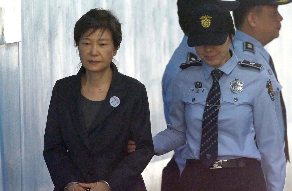 Prokuratuur nõuab Lõuna-Korea tagandatud presidendile 30-aastast vanglakaristust
