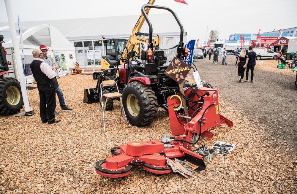 Hooldusniidukid võib sättida ka karjapostide või muude objektide ümbert niitmiseks.