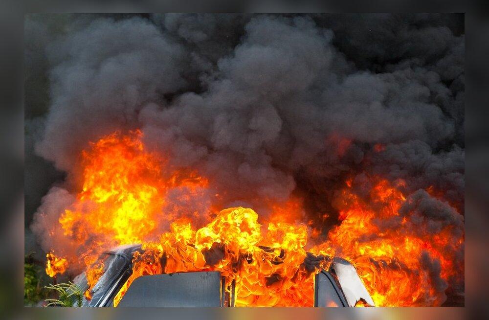 Tallinna-Tartu maanteel põles rekka