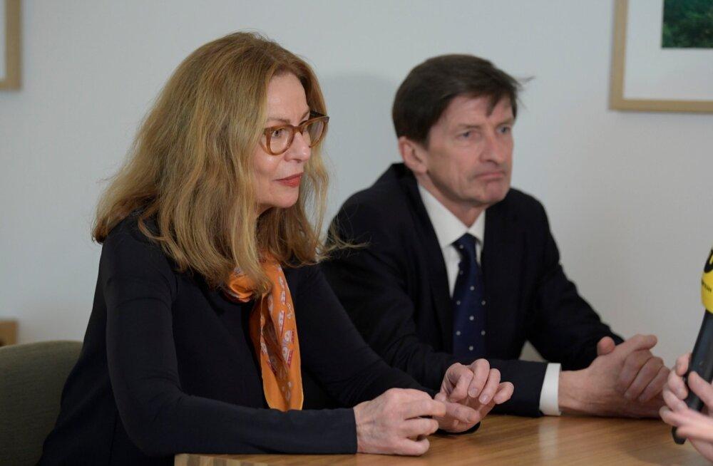 Swedbanki nõukogu esimees Lars Idermark ja panga juhatuse esimehe kohalt vabastatud Birgitte Bonnesen.