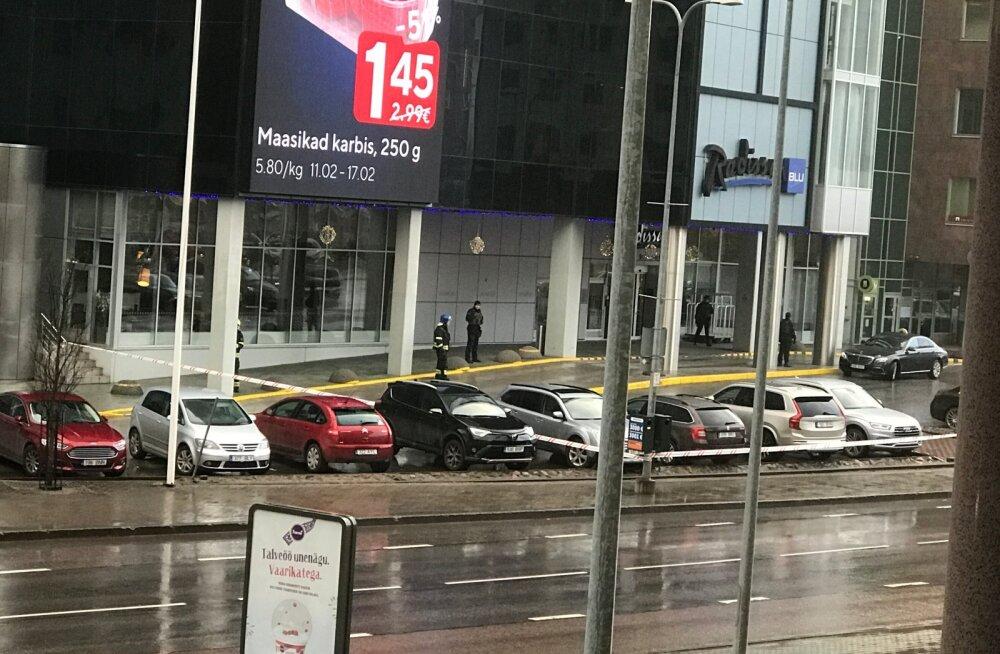 Radissoni hotell piirati ümber, sest hoonest leiti kahtlane kott. Kohal oli K-Komando, kiirabi ja pääste.