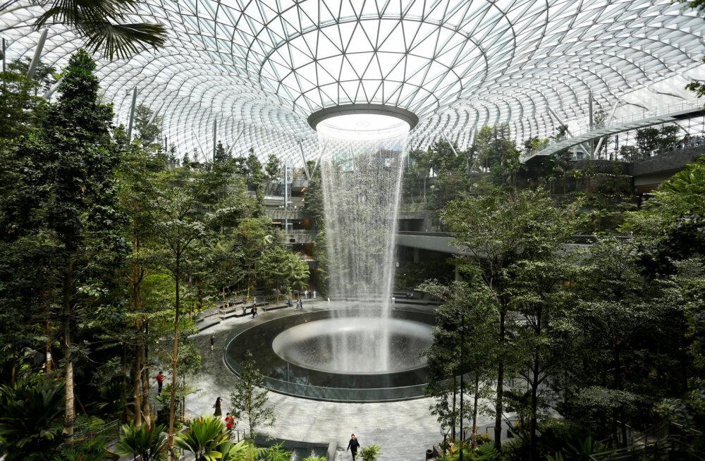 ФОТО: В аэропорту Сингапура открыли гигантский водопад