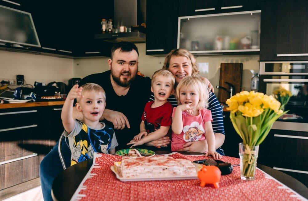 PERSOONILUGU   Kolme lapse isa Henry Jakobson isadusest, kaalutõusust ja suhte hoidmisest: kui räägime isiklikust elust, siis see tuli täielikult ära unustada