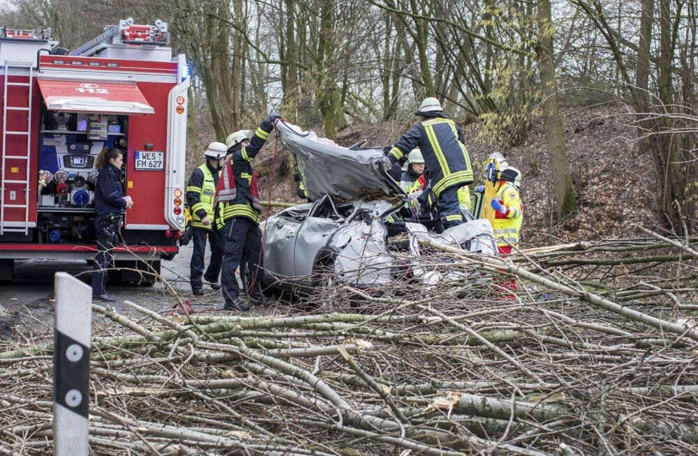 FOTOD   Võimas torm tappis Saksamaal, Hollandis ja Belgias 9 inimest ning tekitas transpordikaose