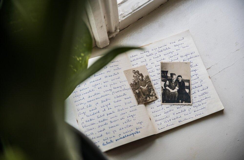 Inge Pauska ema pani küüditamise mälestused kaustikusse kirja, tollest ajast on säilinud ka paar fotot. Parempoolsel pildil on Inge Pauska koos emaemaga pärast Siberist tagasi tulemist
