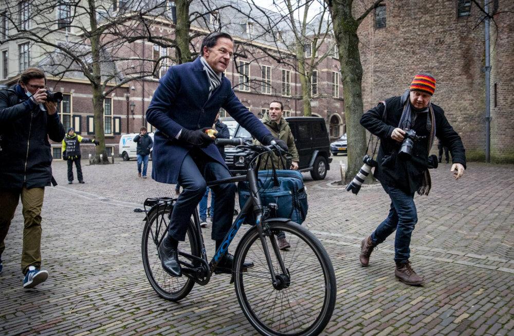 Hollandi valitsus astus lapsetoetuste afääri tõttu tagasi
