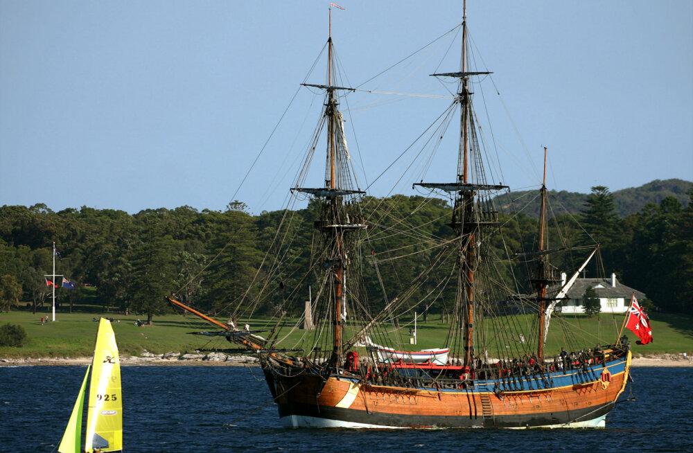 Маори не пускают реплику корабля Кука к своим берегам