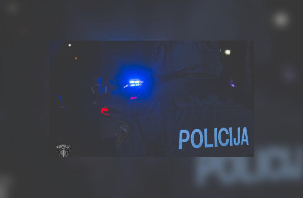 Lätis kukkus ebaseaduslikul peol olnud tüdruk politsei eest põgenedes aknast alla ja sattus haiglasse