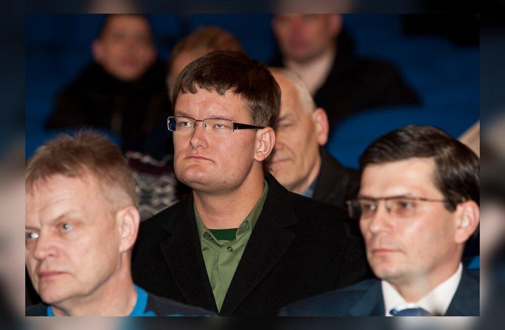 Заместитель старейшины Пыхья-Таллинна Прийт Кутсер издевается над оппонентами в Твиттере