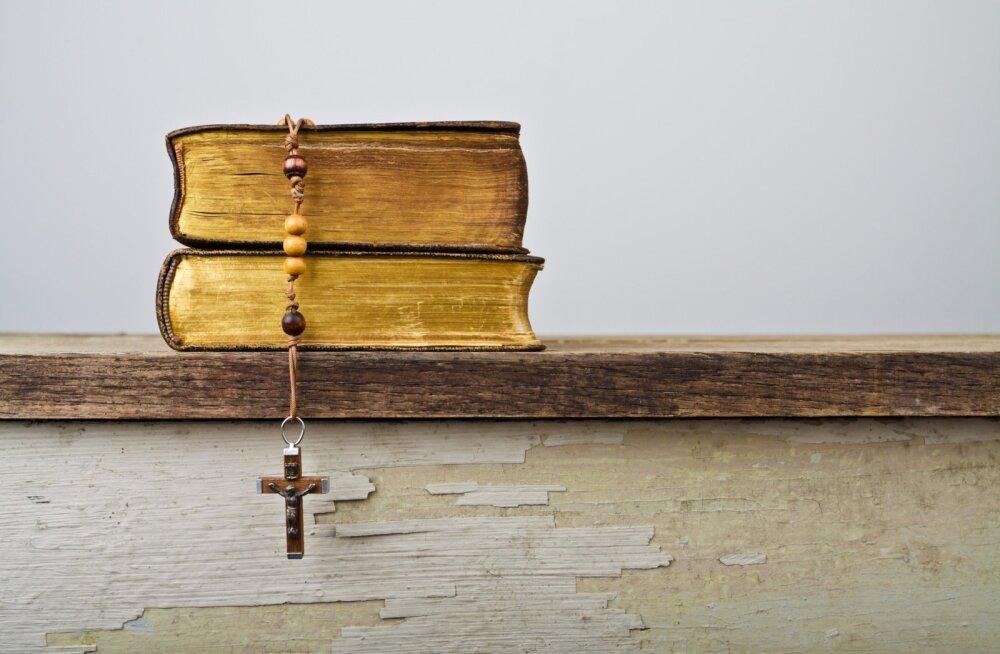 Kristlik atribuutika