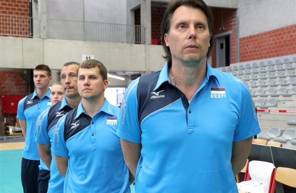 Eesti koondise taustatiim, esiplaanis Gheorghe Creţu.
