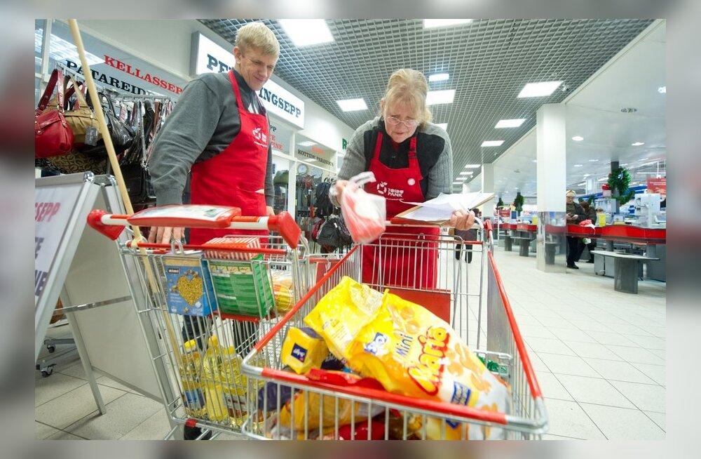 Toidupanga vabatahtlikud toidukogumiskärudega