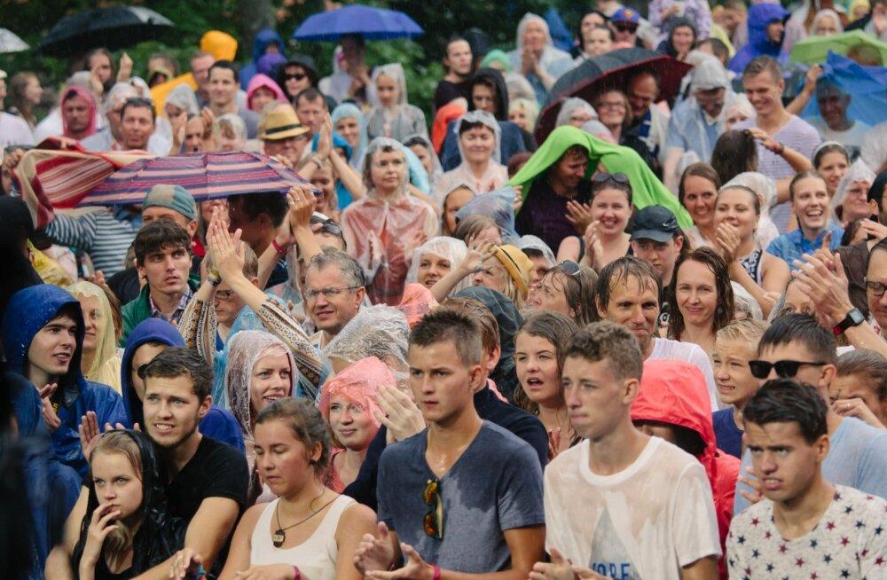 Rahvamasse oleme harjunud nägema nii Viljandi Folgil kui laulupeol, aga suurim neist on igapäevaselt hoopis Estonia puiestee ümbruses