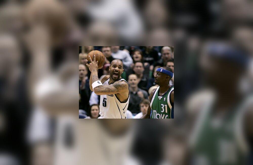 Utah Jazzi Carlos Boozer (vasakul) ja Dallase Jason Terry