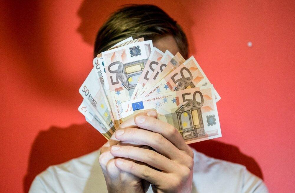 В центре Пярну найдена большая сумма денег. Полиция ждет хозяина