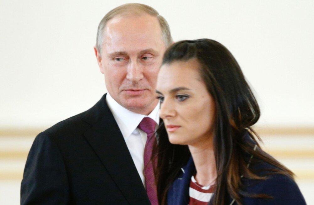 """ВИДЕО: """"Это наша... ваша... Ммм!"""" Исинбаева запуталась перед Путиным"""