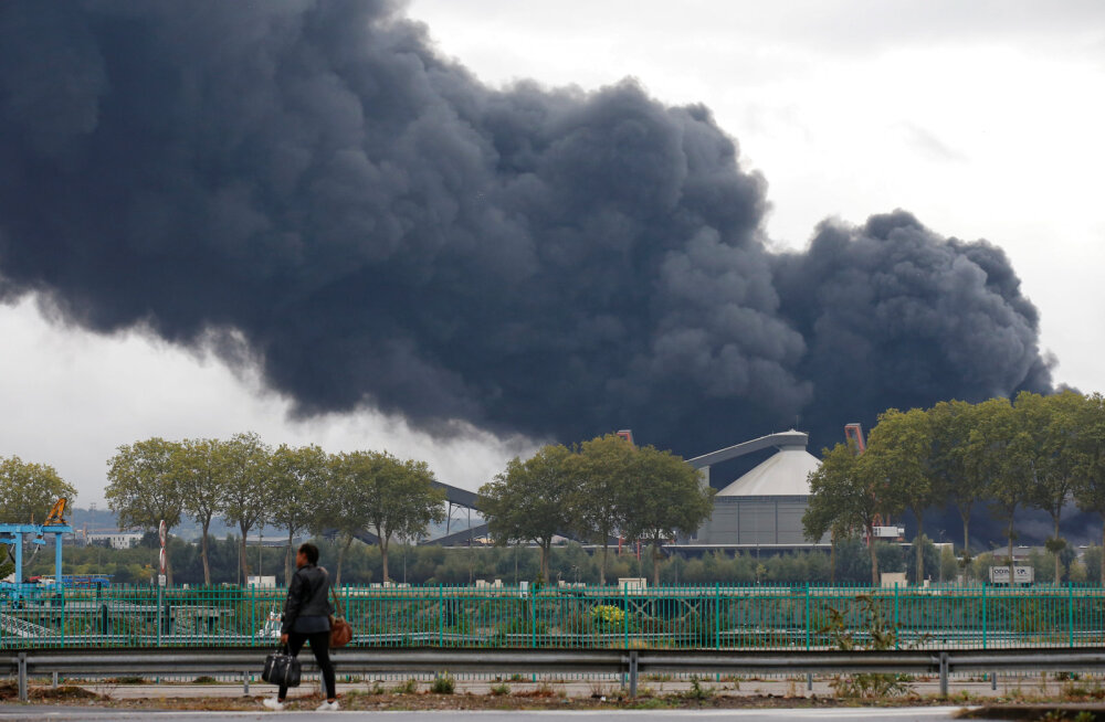 Prantsusmaal Rouenis lahvatas põlema keemiatehas, õhku paiskus mürgist suitsu