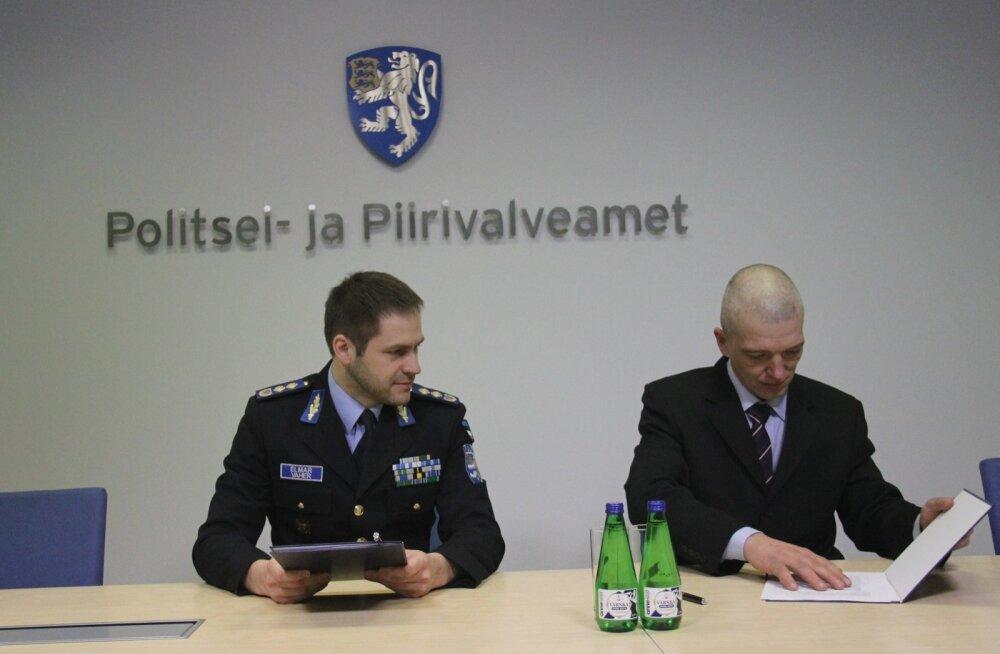 Politsei- ja piirivalveameti peadirektor Elmar Vaher ja ESTSARi esindaja Raido Nagel koostööleppe sõlmimisel