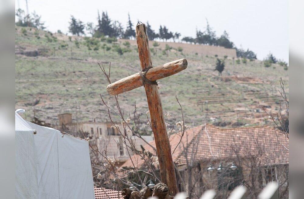 VIDEO: Mees vedas Jeesuse kombel risti Põlvast Räpinasse