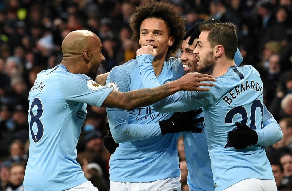 Manchester City mängijad väravat tähistamas.