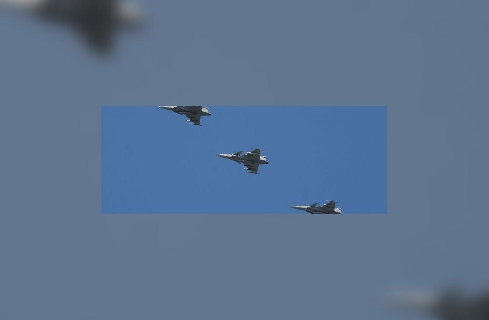 ФОТО: Истребители НАТО пролетели над Таллинном