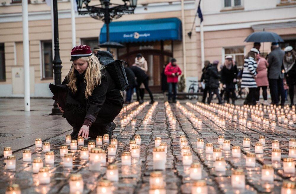 Märtsiküüditamise mälestamine Tartu Raekoja platsil