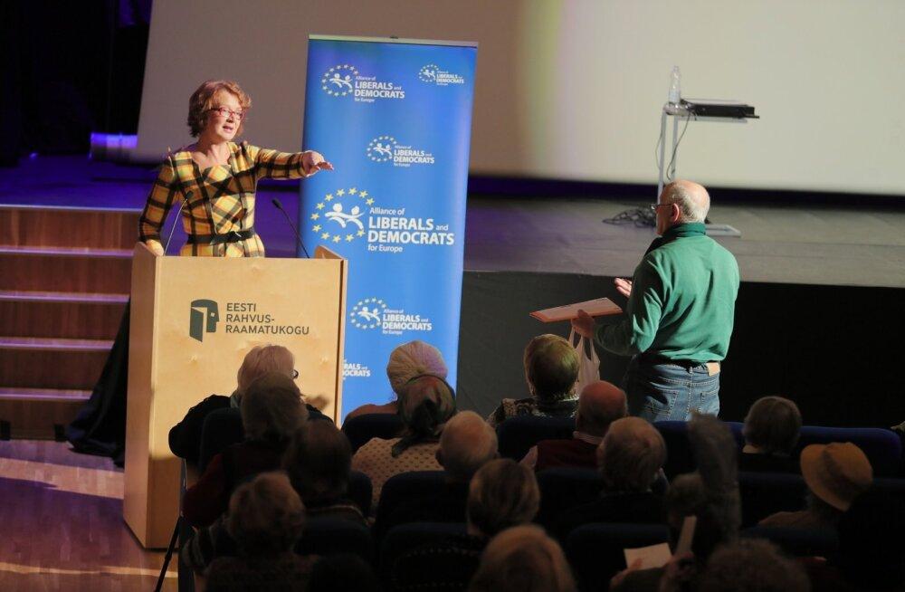 ФОТО: Яна Тоом встретилась с избирателями в Национальной библиотеке