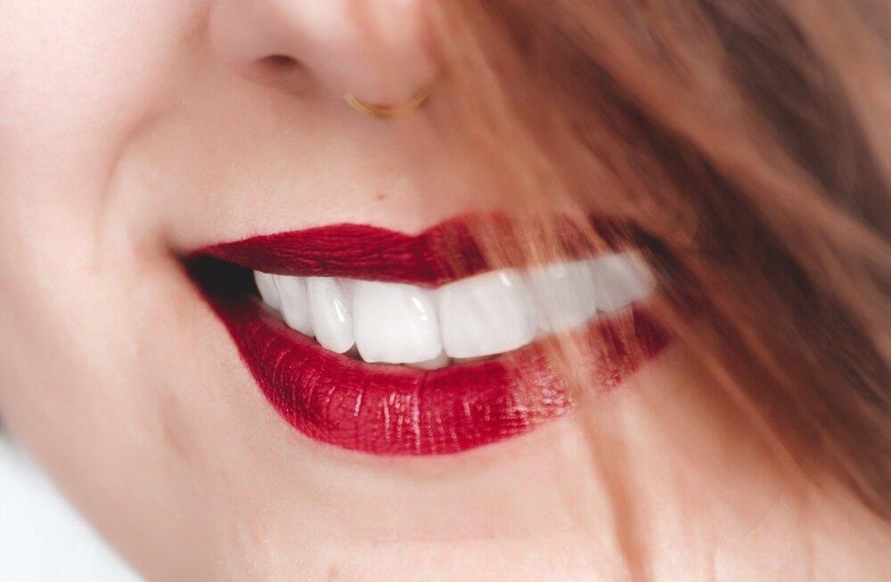 10 продуктов, которые отбеливают зубы