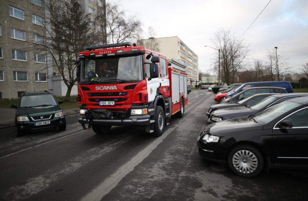 Tallinnas Lasnamäel asuvast Arbu lasteaiast evakueeriti suitsu tõttu kõik inimesed