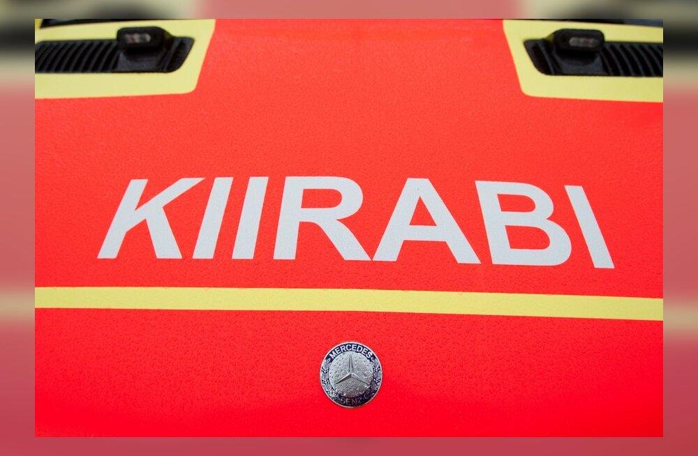 На шоссе Таллинн-Пярну пострадал водитель легкового автомобиля