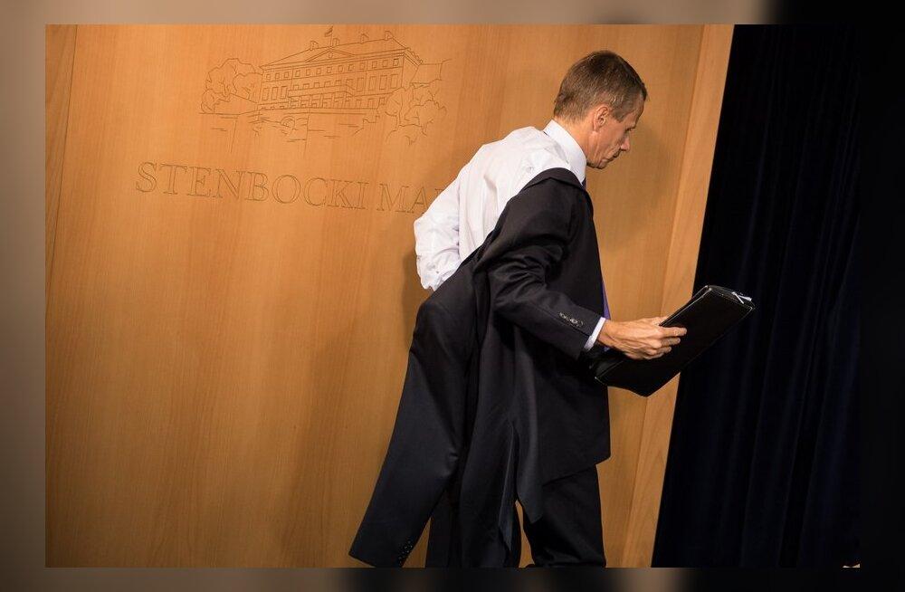 Rahandusminister Jürgen Ligi jalutas EL-i rahaasju arutavalt koosolekult keset päevakorrapunkti minema.