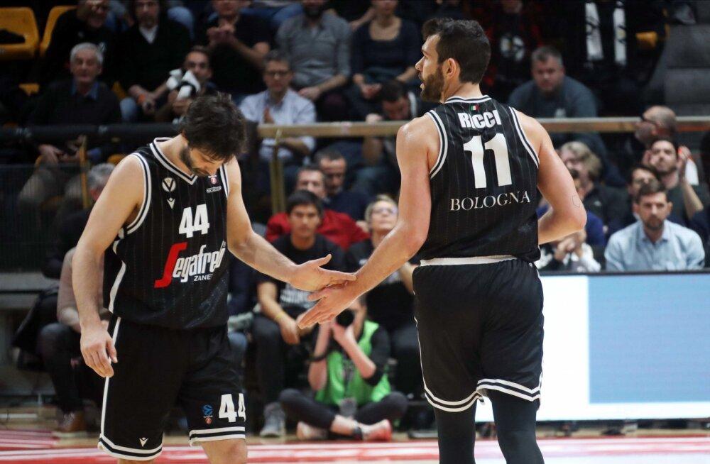 Itaalia korvpalliklubi alustas treeninguid. Reeglid on karmid: igal mängijal eraldi riietusruum, väljakul üks mees korraga