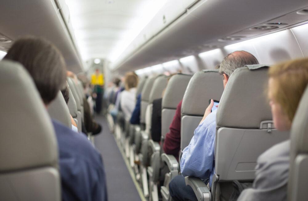 В самолетах будущего будут следить за пассажирами