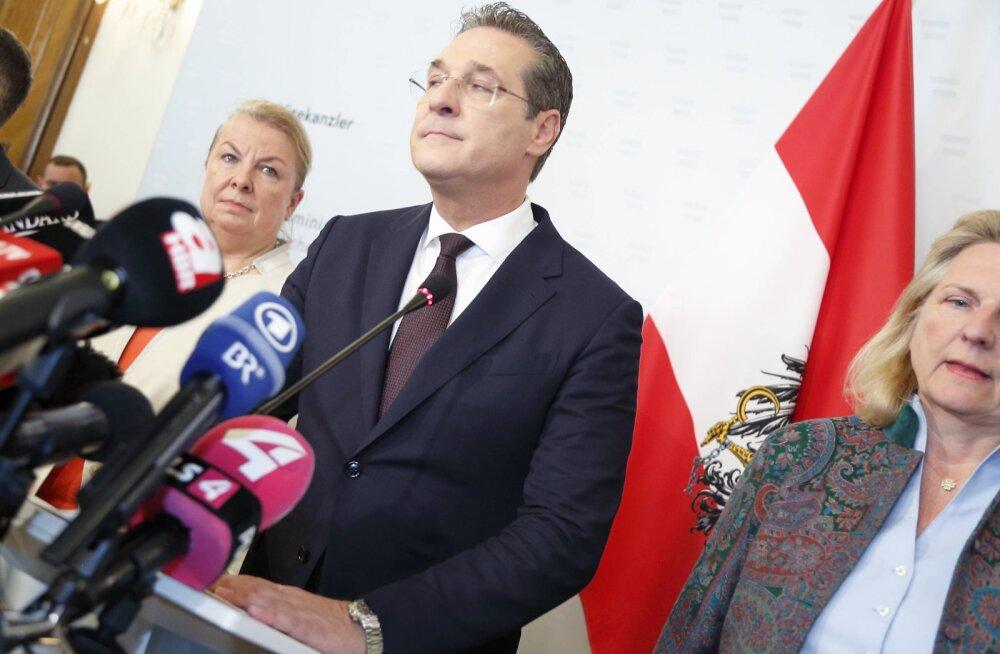 Вице-канцлер Австрии ушел в отставку из-за скандала c гражданкой Латвии на Ибице