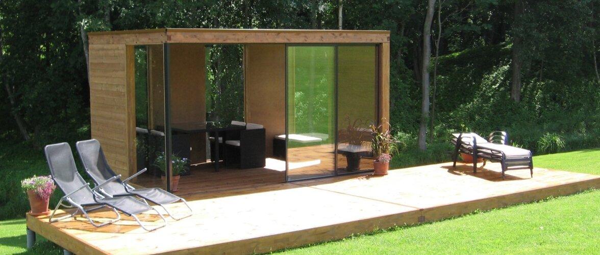 Modernse joonega väike suvemaja avara terrassiga