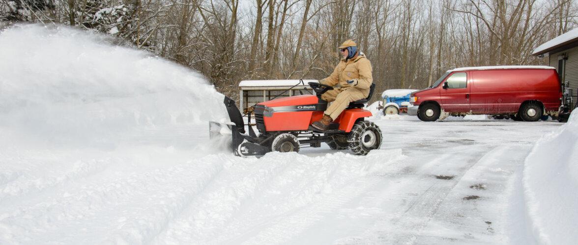 Leia murutraktorile talvel rakendus ja pane jõude seisev masin lund lükkama! Loe ja vaata, millist lisavarustust see vajab