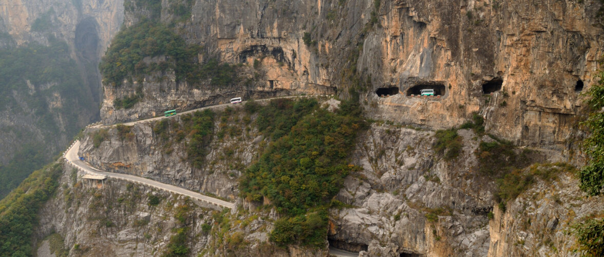 10 kõige ohtlikumat teed maailmas, mis on kohalikele aga eluks hädavajalikud