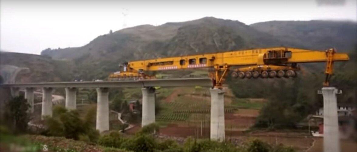 VIDEO | Leidlik ja võimas. Vaata, kuidas 580-tonnine monstrummasin tõhusalt sildu ehitab