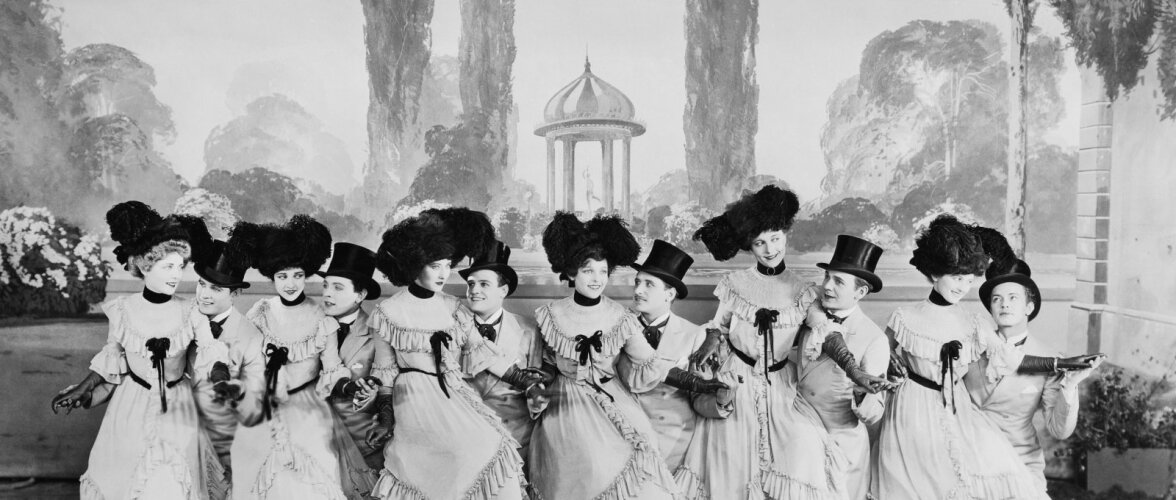 Plahvatavad kammid ja kergestisüttivad kleidid: 19. sajandi mood oli täis tapvaid ohte