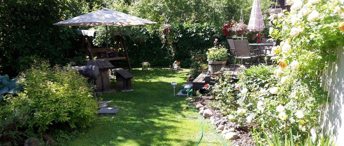 """Fotovõistlus """"Minu kodu suvel"""": Korterelamu juurde rajatud aed"""